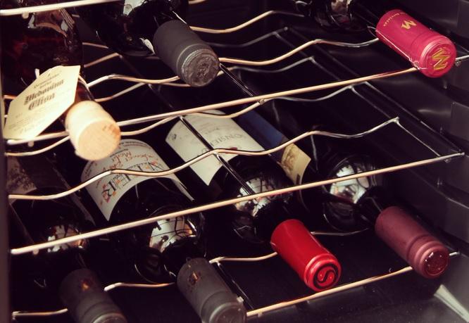 Por qu comprar una vinoteca vitempus vinotecas online - Como montar una vinoteca ...