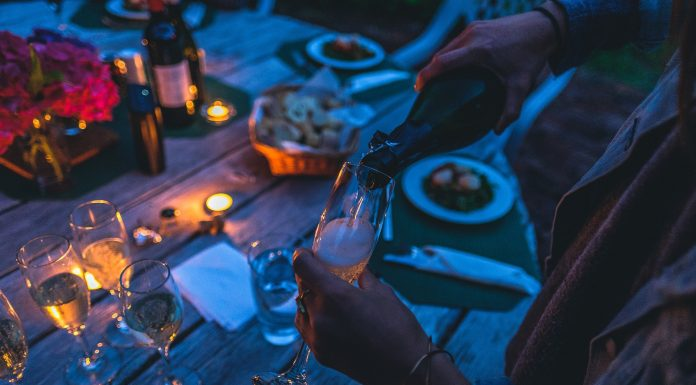 Es importante conocer el protocolo del vino para ser buen anfitrión