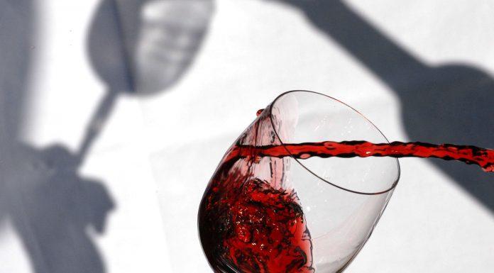 Una fotografía del mejor vino tinto del año en España