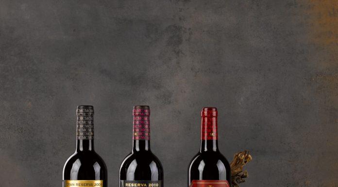 """Tres botellas de """"vino crianza"""""""
