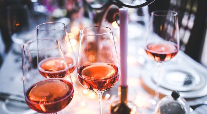 cómo hacer vino rosado, fiestas de navidad, cenas