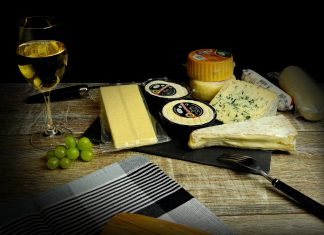 Los quesos, un alimento que marida a la perfección con el vino blanco.